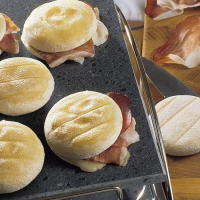 Tomino del Boscaiolo filled with bacon